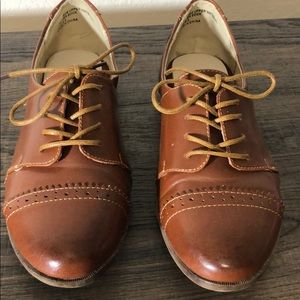 Restricted Becca cutout Oxford cognac